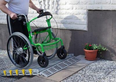 Monipuolinen monitoimirollaattori Wheellator käy istumatasona, kulkee kevyesti ja on helppokäyttöinen. Suomalainen laatutuote aktiiviseen liikkumiseen.