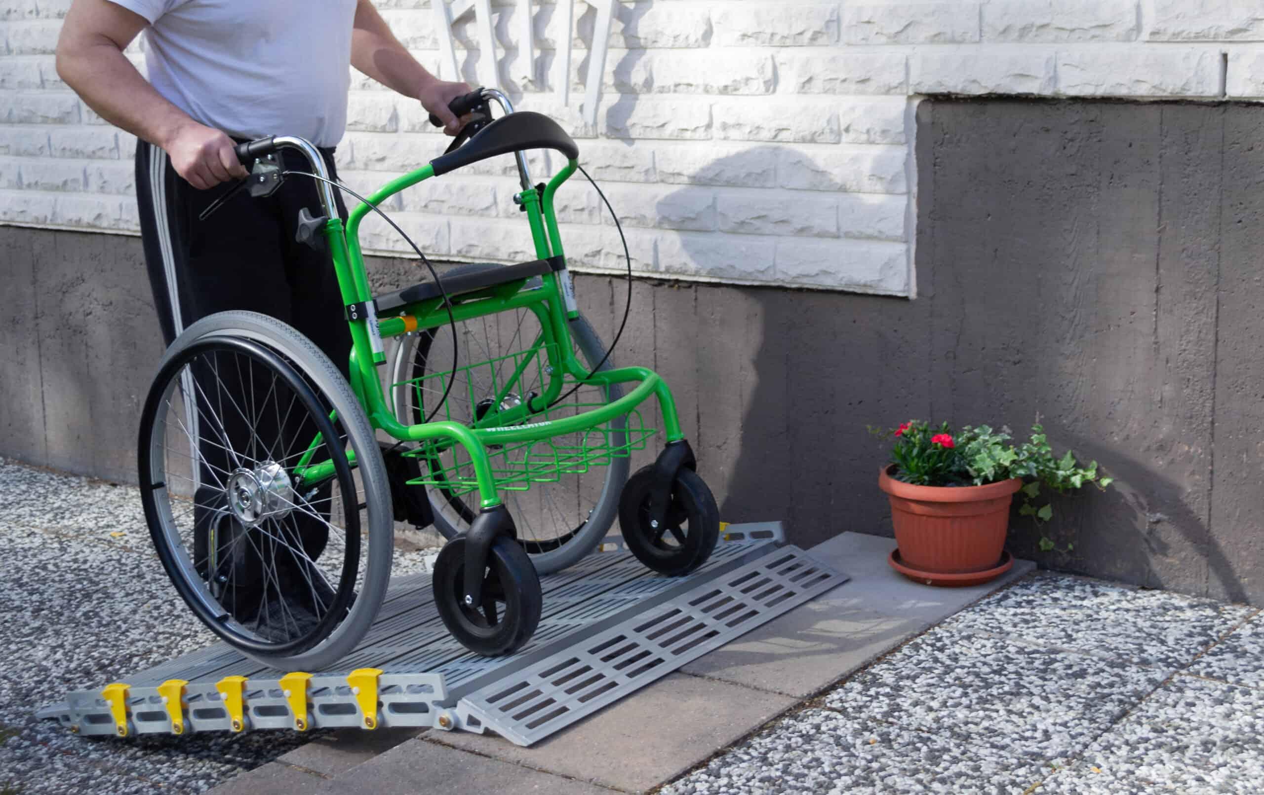 Helposti kasattava ja kevyesti kulkeva Wheellator monitoimirollaattori kulkee mukana minne vain.