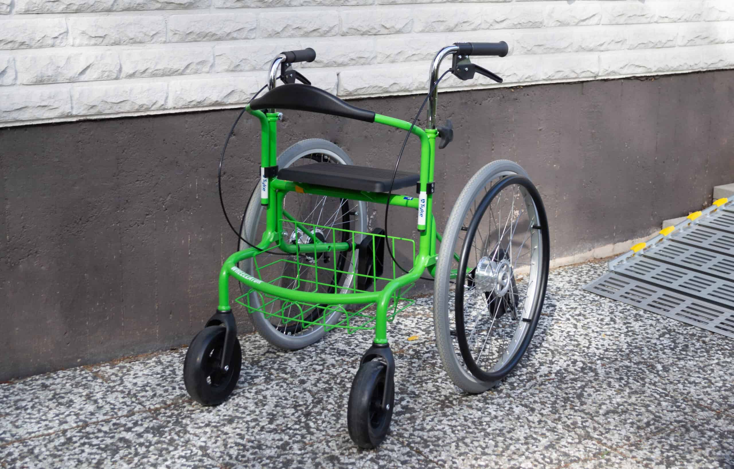 Kotimainen monitoimirollaattori toimii kävelytukena, pyörätuolina ja istumatasona.